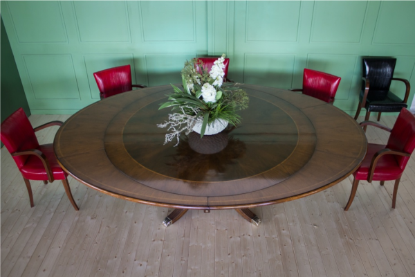 Classic extendable round table